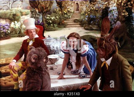 ALICE'S ADVENTURES IN WONDERLAND [BR 1972]   ROBERT HELPMAN, DUDLEY MOORE, FIONA FULLERTON, PETER SELLERS     Date: - Stock Photo