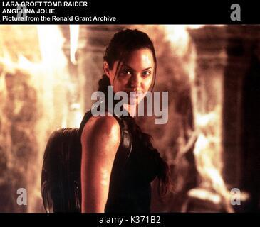 LARA CROFT: TOMB RAIDER ANGELINA JOLIE     Date: 2001 - Stock Photo