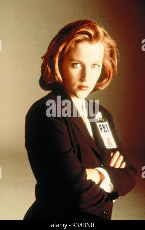 THE X-FILES GILLIAN ANDERSON FBI AGENT PICTURE FROM THE RONALD GRANT ARCHIVE TV RELEASE BY 20TH CENTURY FOX THE - Stock Photo