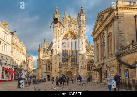 Bath Abbey UK, view of the west end of Bath Abbey in the centre of the city with the Pump Room and entrance to the - Stock Photo