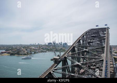 SYDNEY,NSW,AUSTRALIA-NOVEMBER 20,2016: Cruise boat and climbers on the Sydney Harbour Bridge in Sydney, Australia. - Stock Photo