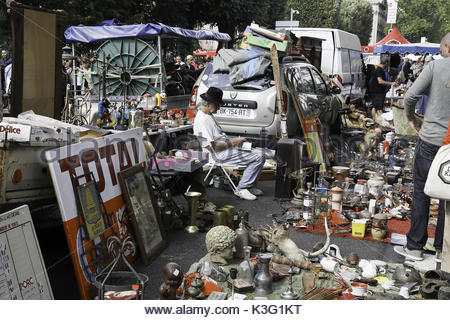 Lille france 2nd sep 2017 people visit the braderie de lille flea stock photo 157089846 alamy - Braderie de lille 2017 date ...