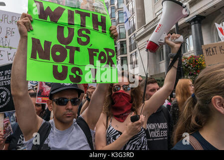 London , UK. 2nd September 2017. Several thousand vegans march from Hyde Park through London demanding an end to - Stock Photo
