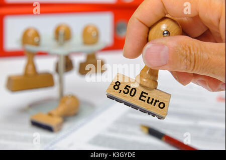 8.50 euros of minimum wage selects on wooden stamp - Stock Photo