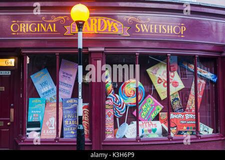 England, Cambridgeshire, Cambridge, Hardys Sweetshop Window Display - Stock Photo