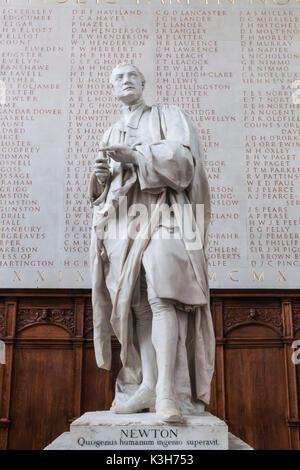 England, Cambridgeshire, Cambridge, Trinity College, The Chapel, Statue of Isaac Newton - Stock Photo