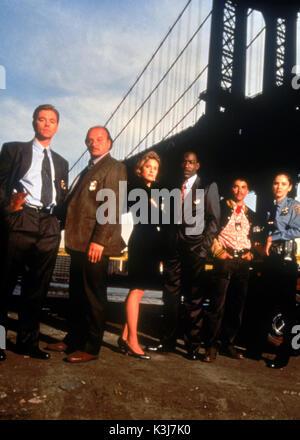 NYPD BLUE DAVID CARUSO as Det. John Kelly, DENNIS FRANZ as Det. Andy Sipowicz, SHERRY STRINGFIELD as Laura Hughes - Stock Photo