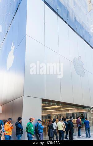 Japan, Hoshu, Tokyo, Ginza, Apple Store - Stock Photo