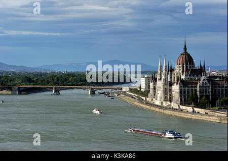 Hungary, Budapest, Pest, panorama of the Danube river and the parliament, listed as World Heritage by UNESCO - Stock Photo