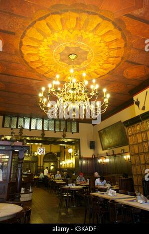 Germany, North Rhine-Westphalia, Cologne (Köln), 'Früh am Dom' restaurant - Stock Photo