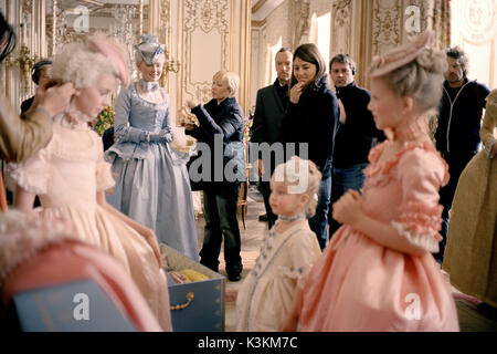 MARIE ANTOINETTE Behind the scenes from Marie Antoinette. Background, from left to right: Kirsten Dunst in pale - Stock Photo