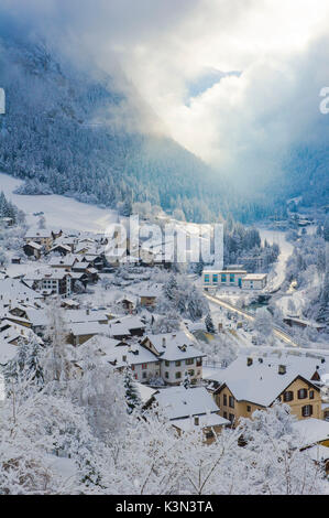 The small town of Filisur with snow in winter. Switzerland, Europe - Stock Photo