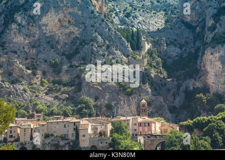 The village of Moustiers-Sainte-Marie, Alpes-de-Haute-Provence, Provence-Alpes-Côte d'Azur, France, Europe. - Stock Photo