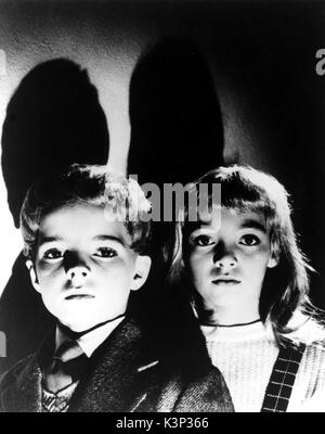 VILLAGE OF THE DAMNED [BR 1960] MARTIN STEPHENS, JUNE COWELL     Date: 1960 - Stock Photo
