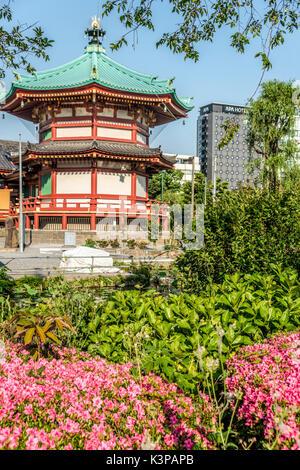 Benten Do Temple located on the island at the Shinobazu pond, Ueno park area, Tokyo, Japan | Benten Do Tempel auf - Stock Photo