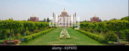 The Taj Mahal is located on the right bank of the Yamuna River in a vast Mughal garden that encompasses nearly 17 - Stock Photo