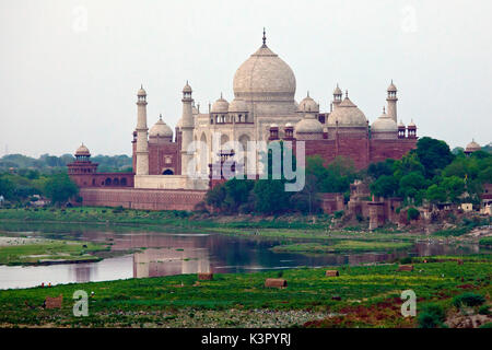 The Taj Mahal, a jewel of Muslim art in India and one of the universally admired masterpieces of the world's heritage, - Stock Photo