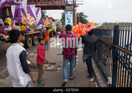 Hyderabad, India. 4th Sep, 2017. Hindu devotees carry idol of Hindu God Lord Ganesh for immersion on the eleventh - Stock Photo