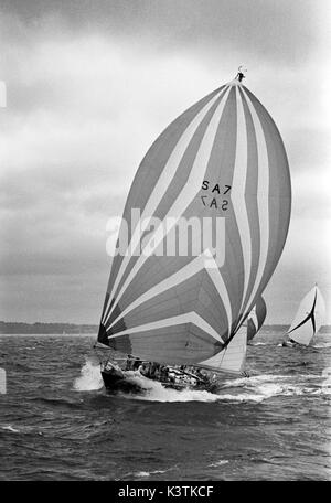 AJAXNETPHOTO. JULY, 1973. SOLENT, ENGLAND. - CHANNEL RACE - SOUTH AFRICAN ADMIRAL'S CUP TEAM YACHT JAKARANDA GETS - Stock Photo