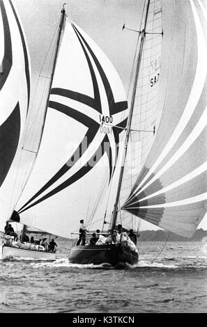 AJAXNETPHOTO. AUGUST, 1973. SOLENT, ENGLAND. - ADMIRAL'S CUP - SOUTH AFRICAN ADMIRAL'S CUP TEAM YACHT JAKARANDA - Stock Photo