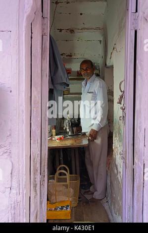 Tailor with old sewing machine, Bharatpur, Rajasthan, India | Schneider mit alter Naehmaschine, Bharatpur, Rajasthan, - Stock Photo