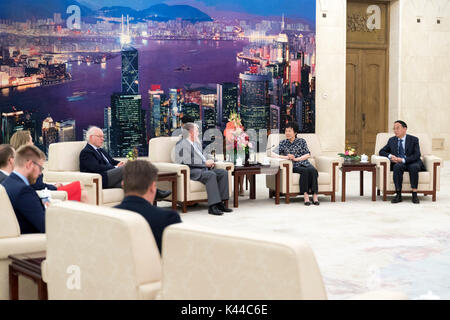 Beijing, China. 4th Sep, 2017. Yan Junqi (2nd R), vice chairwoman of the Standing Committee of China's National People's Congress, meets with Kurt Beck, former chairman of Germany's Social Democratic Party and also chairman of Friedrich-Ebert-Stiftung (FES), at the Great Hall of the People in Beijing, capital of China, Sept. 4, 2017. Credit: Ding Haitao/Xinhua/Alamy Live News