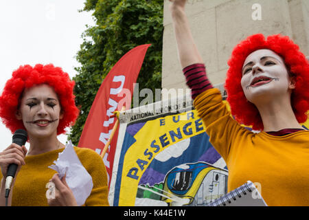 London, Westminster, UK, 4th September 2017. A McDonald's strike solidarity rally took place at Old Palace Yard, - Stock Photo