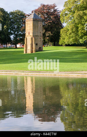 Northampton U.K. Weather, Abington park, 4th September 2017, The Pigeon Tower (built for William Thursby in 1678) - Stock Photo