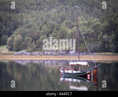 Afjord, Trondelag, Norway. 8th Aug, 2017. The Afjord boat is a handmade wooden boat powered by sail with a distinctive - Stock Photo