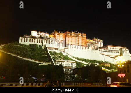Lhasa, Lhasa, China. 4th Sep, 2017. Lhasa, CHINA-30th August 2017: (EDITORIAL USE ONLY. CHINA OUT).Night view of - Stock Photo