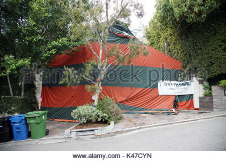 Sandra Bullocks hollywood house covered in a tent while its fumigated to get & Tent fumigation of home Stock Photo Royalty Free Image: 140924245 ...