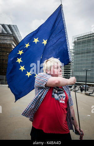Brussels, Bxl, Belgium. 5th Sep, 2017. Anti-Brexit activist Drew Galdron and impersonator of British Foreign Minister - Stock Photo