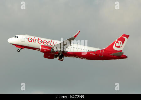 Airbus A320 Of Airberlin D, Abno During Take, Off At Duesseldorf Airport - Stock Photo