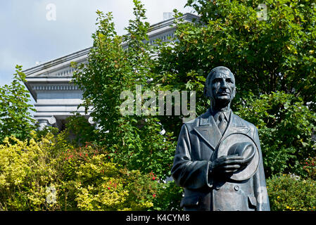 Statue of Eamon de Valera, in front of the Courthouse, Ennis, County Clare, Southern Ireland - Stock Photo