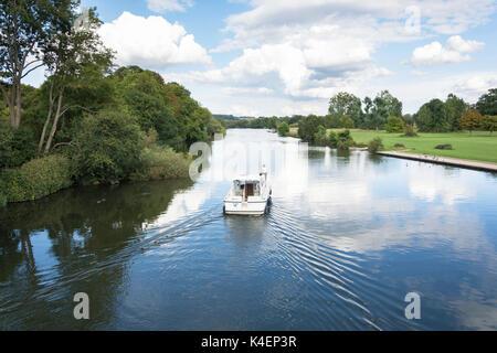 Cruise boat on River Thames at Pangbourne, Berkshire, England, United Kingdom - Stock Photo