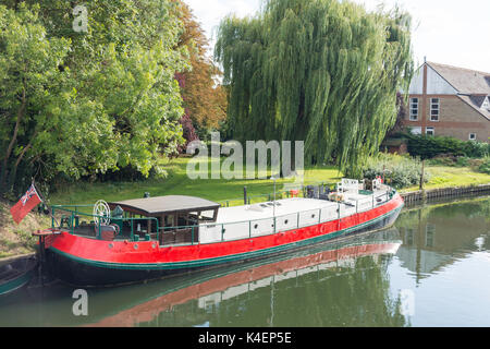Old barge moored on River Thames riverbank, Pangbourne, Berkshire, England, United Kingdom - Stock Photo