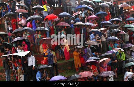 Kathmandu, Nepal. 05th Sep, 2017. People observe the chariot procession during Indrajatra festival at Hanuman Dhoka - Stock Photo