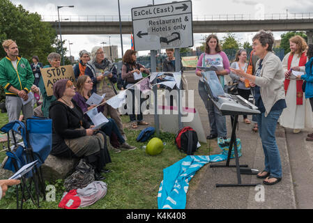 September 5, 2017 - London, UK - London, UK. 5th September 2017. The Anglican Pacifist Fellowship sings peace songs - Stock Photo