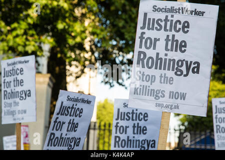 London, UK. 6th Sep, 2017. Protesters gather for an emergency rally opposite Downing Street intended to apply pressure - Stock Photo