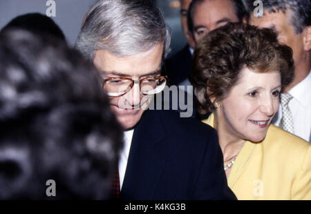 John Major's first official visit to Northern Ireland with his wife. Sir John Major, KG, CH, PC (born 29 March 1943) - Stock Photo