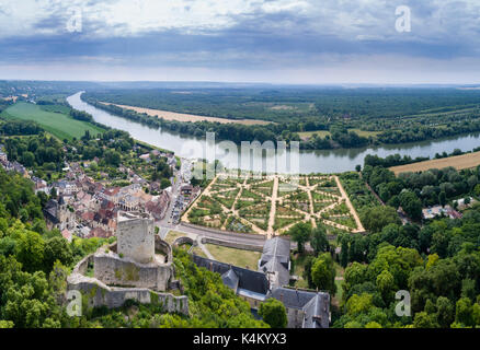 France, Val-d'Oise (95), La Roche-Guyon, labellisé  Les Plus Beaux Villages de France,  (vue aérienne) // France, - Stock Photo