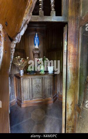 France, Seine-Maritime (76), Allouville-Bellefosse, le chêne d'Allouville, chapelle de la Vièrge dans le tronc en - Stock Photo