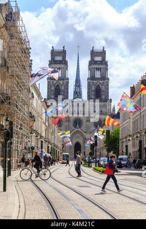 France, Loiret (45), Orléans, cathédrale Sainte-Croix et rue Jeanne d'Arc // France, Loiret, Orleans, Sainte Croix - Stock Photo