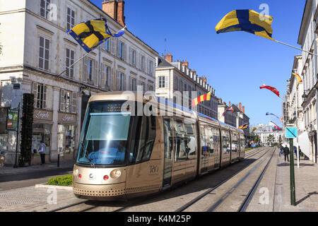 France, Loiret (45), Orléans, tramway Tao dans la rue Jeanne d'Arc // France, Loiret, Orleans, Tao tram in Jeanne - Stock Photo