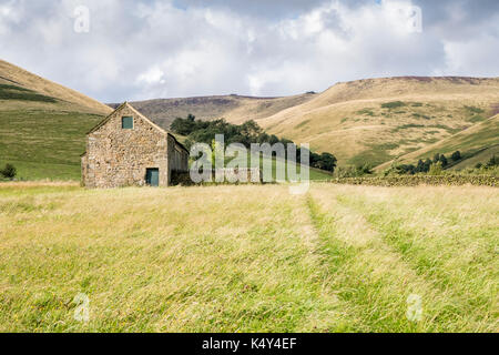 Derbyshire landscapes: Old stone barn at the foot of Crowden Clough, near Upper Booth, Vale of Edale, Derbyshire, - Stock Photo