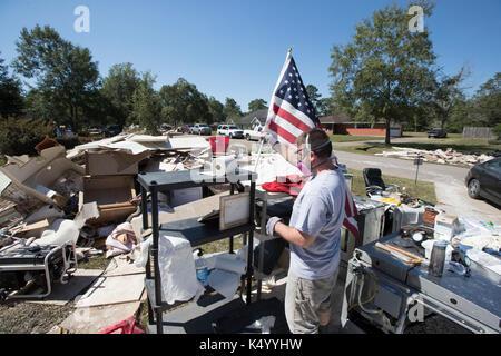 Lumberton, USA. 07th Sep, 2017. Lumberton, Texas USA Sept. 7, 2017: U.S. Army Chaplain Aaron Laenger of the Rolling - Stock Photo