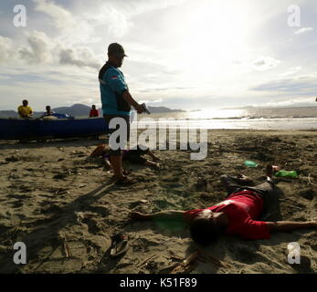 Banda Aceh, Indonesia. 07th Sep, 2017. Students in the province of Aceh, Indonesia, took a theatrical action to - Stock Photo