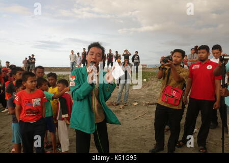 Banda Aceh, Indonesia. 07th Sep, 2017. A student reads a poem about the Rohingya minority that has been violently - Stock Photo