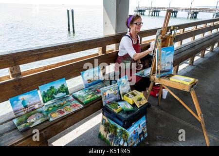 Georgia, St. Simons Island, Neptune Park, waterfront, pier, adult adults woman women female lady, artist, en plein - Stock Photo