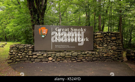 Great Smoky Mountains National Park entrance sign in forest - Stock Photo